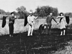 Pepper Jackson, Aldo Leopold, Jim Hale, Mary Ellen Helgren at a controlled burn experment 1940s.